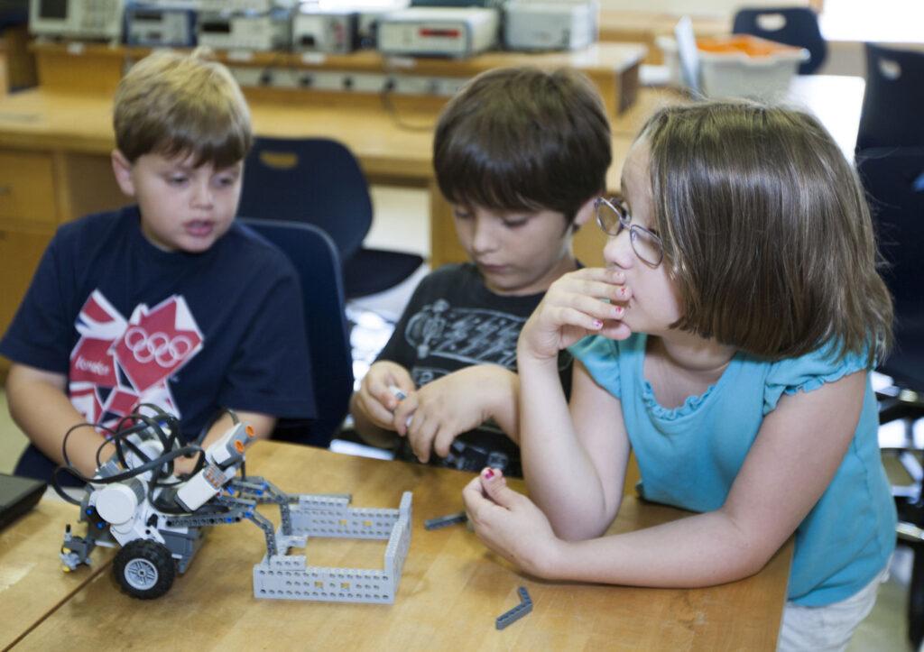 کلاس رباتیک از چه سنی مناسب است؟