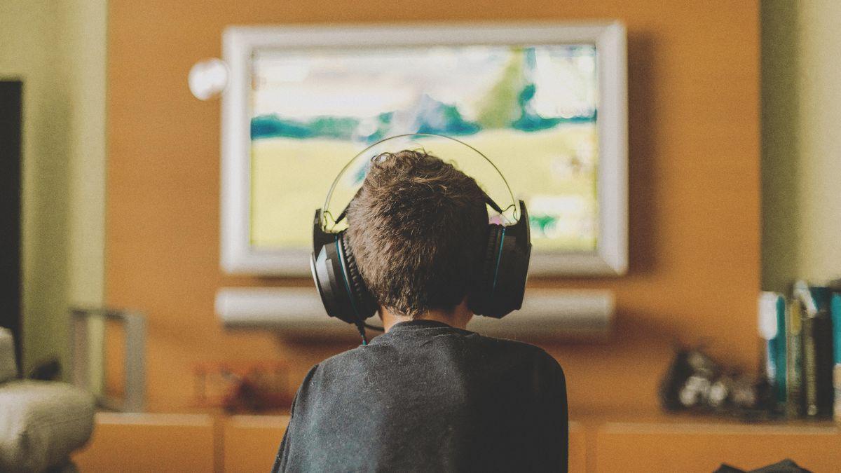 چگونه بچه ها می توانند یک بازی ویدیویی ساده در خانه بسازند؟