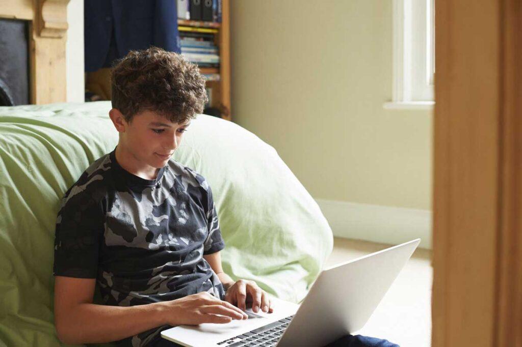 دور کاری برای نوجوانان